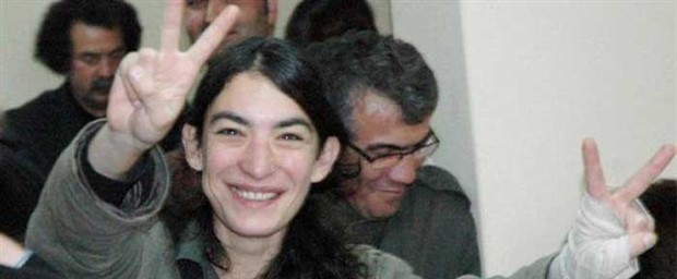 Cezaevinde babasını ziyaret eden gazeteci Zeynep Kuray gözaltına alındı
