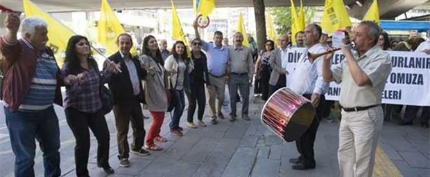 Diktatörü davul zurnayla 'uğurladılar'