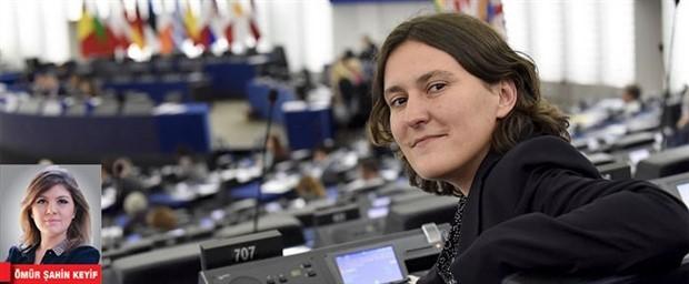 AP Türkiye Raportörü: Güç hukuktan alınıp polise verilecek