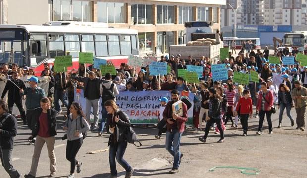 Diyarbakırlılar, bakanlığın askeriye devrettiği Kent Ormanı için yürüdü