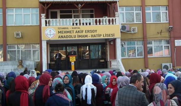 İmam hatip öğretmeni Atatürk için saygı duruşunda sahneye fırladı: Geçti o dönemler, artık Müslümanların devri