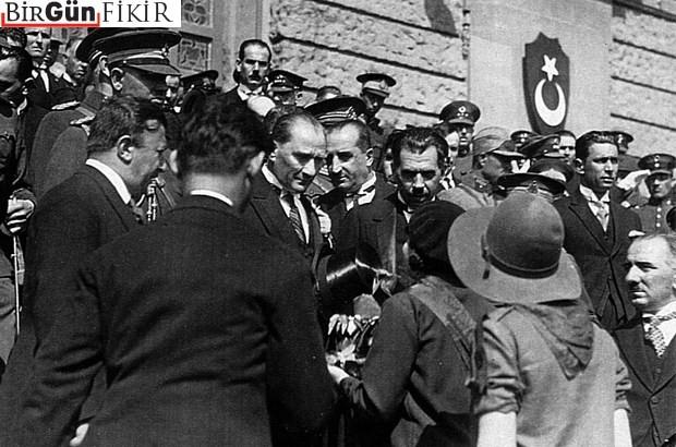 """Resmi ideoloji eleştirisinin sorunları: """"Türk tipi"""" laiklik"""