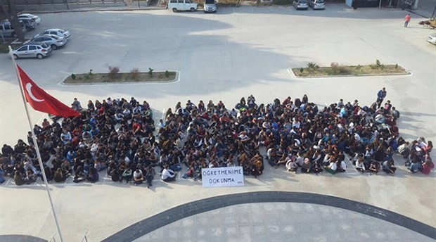 Students of İzmir Science High School protest against their teachers' mandatory appointment
