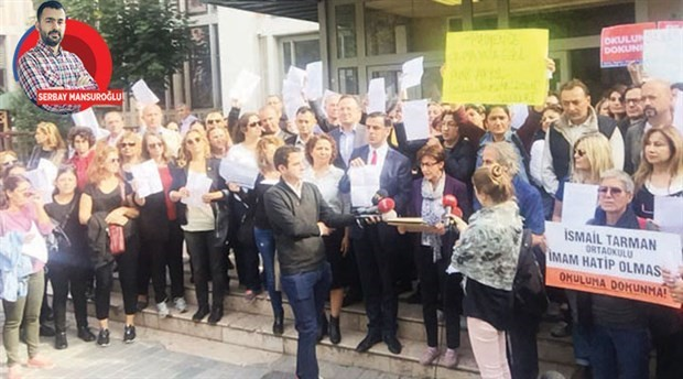 Students and parents protest project school regulations: 'We want secular education; not projects!'