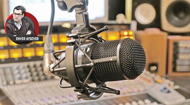 Radyoda biri var hep konuşur…