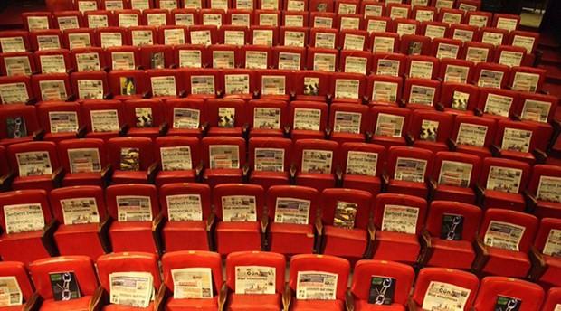 """AST izleyicilere gazete dağıttı: """"Seyirci kalmayacağız"""""""