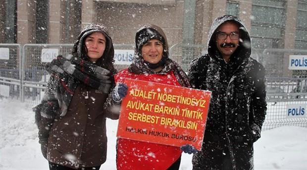 Avukat Ebru Timtik kardeşi için adalet nöbetinde