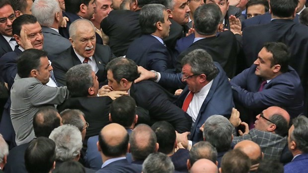 Tension grows during parliamentary debates on constitutional changes in Turkey