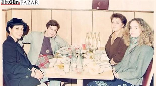 Melis Sökmen anlatıyor: Dört kadın, bir akşam masası, Tomris Uyar ve bir fotoğraf