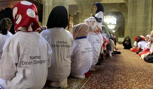 Students in Turkey taken to mosques under project of education ministry
