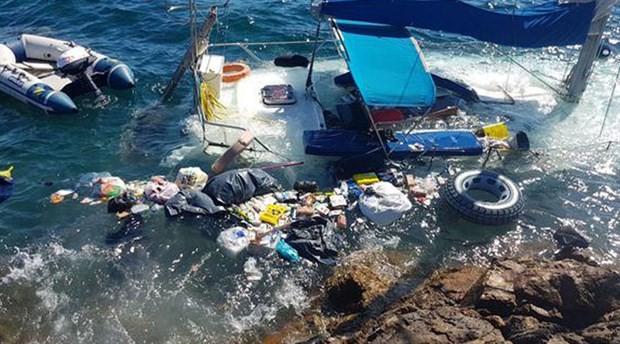 Bozcaada Akvaryum koyunda mültecileri taşıyan yelkenli battı