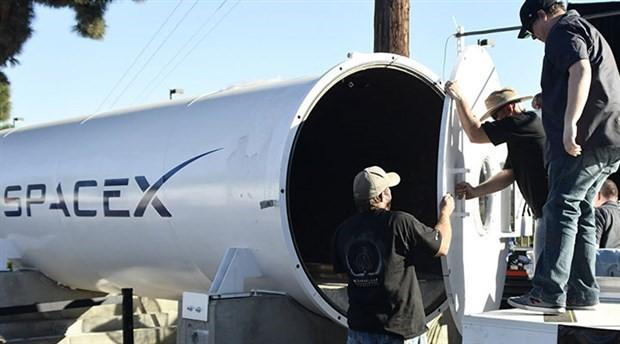 SpaceX uzay elbisesinin ilk fotoğrafı yayınlandı