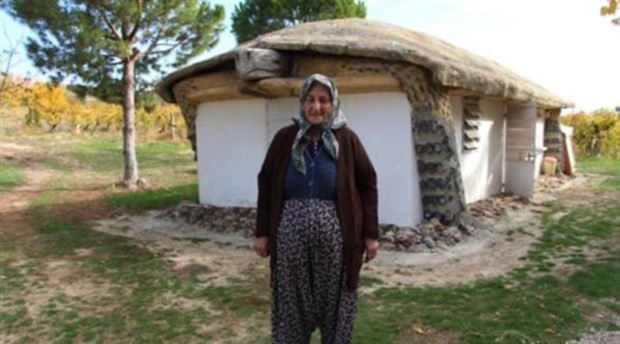 Kaplumbağaları ters çeviren insanları protesto etmek için bu evi yaptı