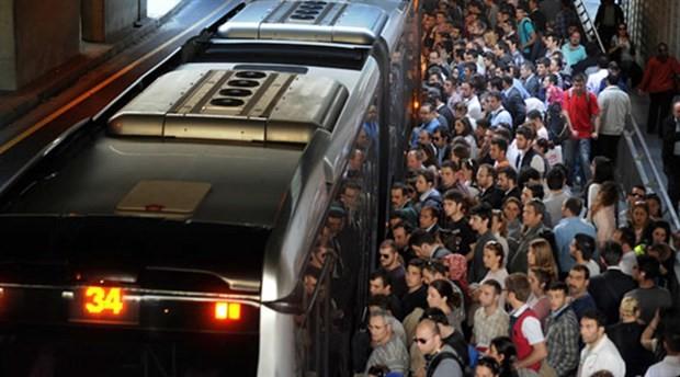 """""""Metrobüste uzun süre oturmak da ayakta kalmak da tehlikeli"""""""