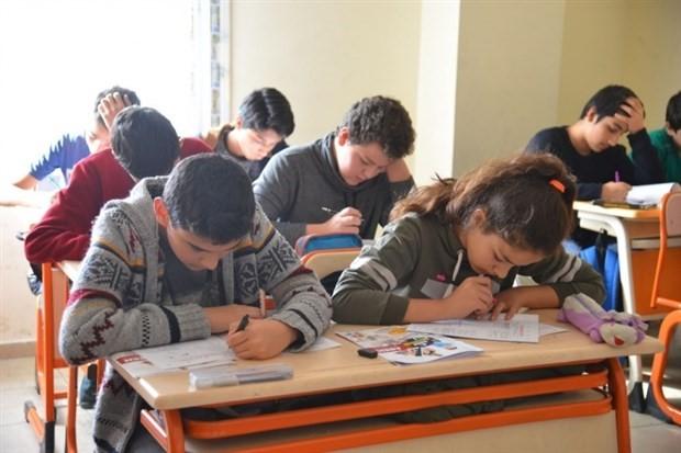 Gençler eğitime değer veriyor ancak eğitimden memnun değiller