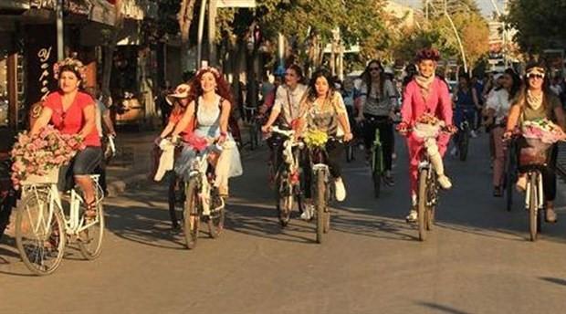 Bisiklete binen kadınlara saldırı: Evli kadınsın, utanmıyor musun?