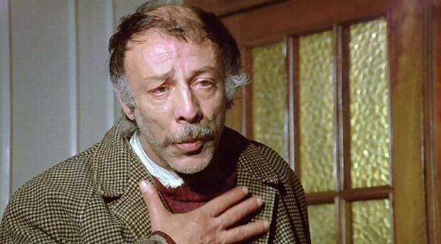 Usta oyuncu Münir Özkul yaşamını yitirdi