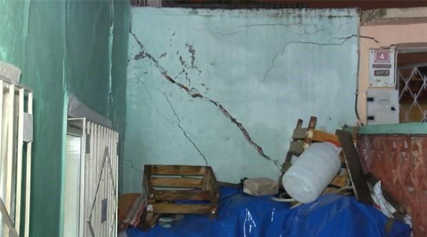 Apartman inşaatında toprak kayması: 10 ev mühürlendi