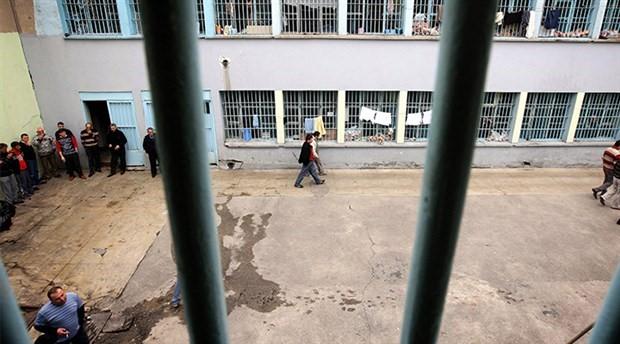 Mahpuslar cezaevinden yazdı: Her hafta mutlaka odalarımız basılıyor