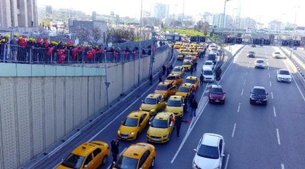 Taksicilerden Adliye önünde UBER eylemi: Saldırılar 'algı operasyonu'