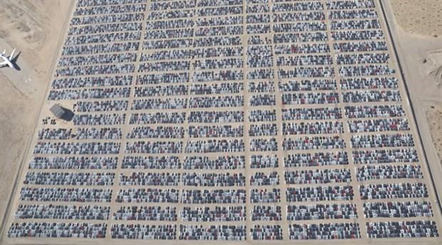 Kaliforniya çöllerinde dizel araba mezarlığı