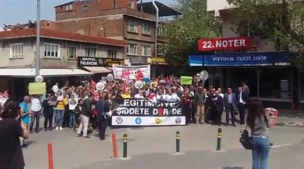Eğitimciler, okuldaki silahlı saldırıyı protesto etti