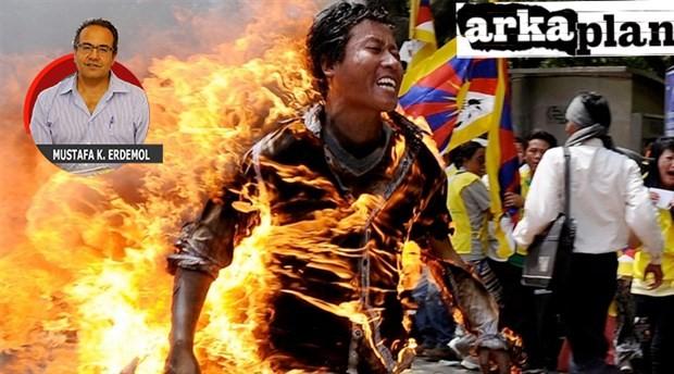 Protesto biçimi olarak bedeni ateşe vermek