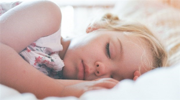 Yaşamın ilk döneminde annesiz kalmak yetişkin beynini etkiliyor