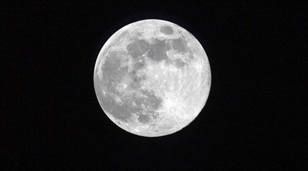 Rus kozmonot Oleg Artemev, ayın batışını görüntüledi