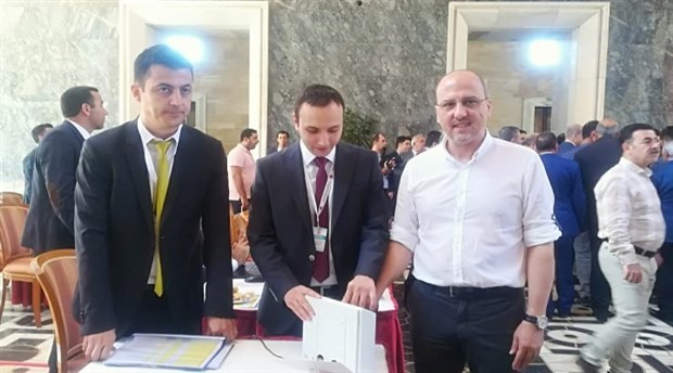 Ahmet Şık: Rozet takmakla milletvekili olunmuyor