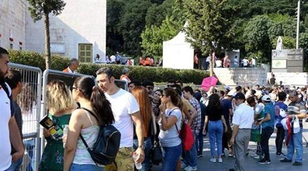 Shakira konseri öncesi Vodafone Park çevresinde uzun kuyruklar oluştu