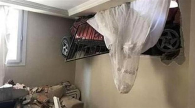 Sürüklenen otomobil eve daldı