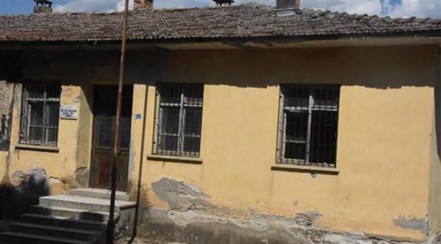 Kapatılan okullar samanlık yapıldı
