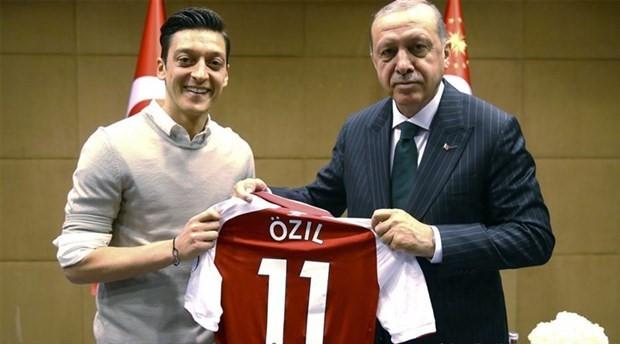 Mesut Özil: Ne olursa olsun yine de o fotoğrafı çektirirdim