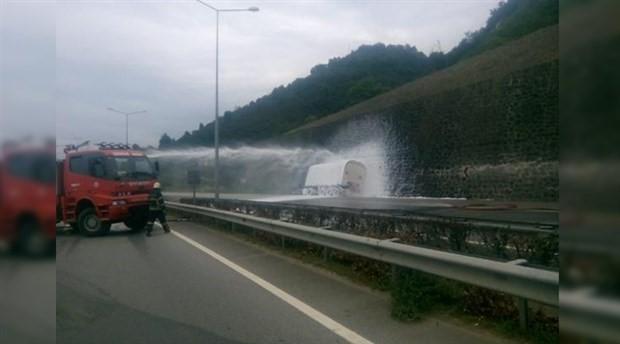 Tanker kazası nedeniyle ulaşıma kapanan Karadeniz Sahil yolu yeniden açıldı