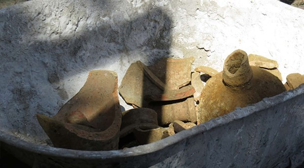 Üsküdar'da kazı sırasında küp bulundu