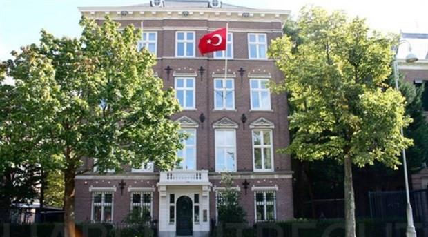 Türkiye Amsterdam Başkonsolosluğu'na kundaklama saldırısı