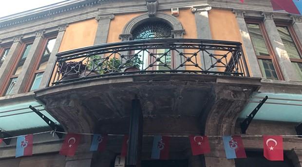 Trabzon'da Fransız gezginin başına tarihi binadan taş düştü
