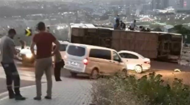 Bursa'da tur otobüsü devrildi: Çok sayıda yaralı var