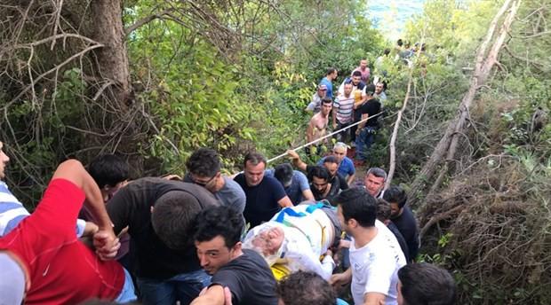 Yolcu midibüsü uçuruma yuvarlandı: Ölü ve yaralı var
