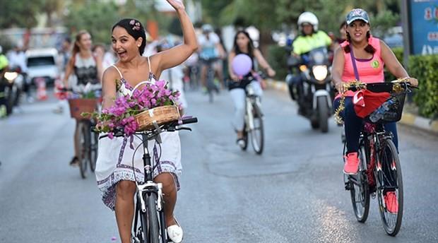 Şalvar, bisiklet ve Süslü Kadınlar