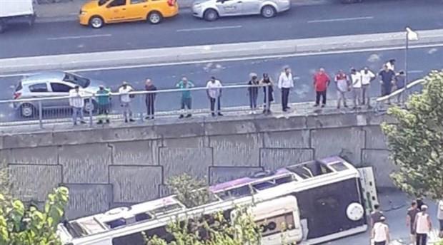 Sarıyer'de halk otobüsü devrildi