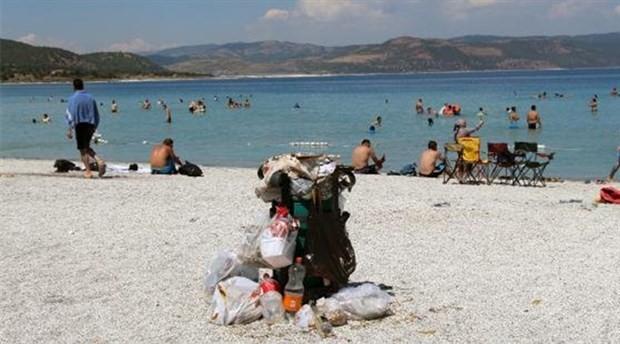 Tatilciler döndü çöpleri kaldı