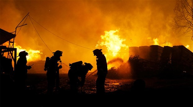 Kanada tarihinin en büyük yangını söndürülemiyor