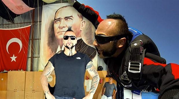 Zeytinli Rock Festivali'ne paraşütle inecek olan Hayko Cepkin'den deneme atlayışı