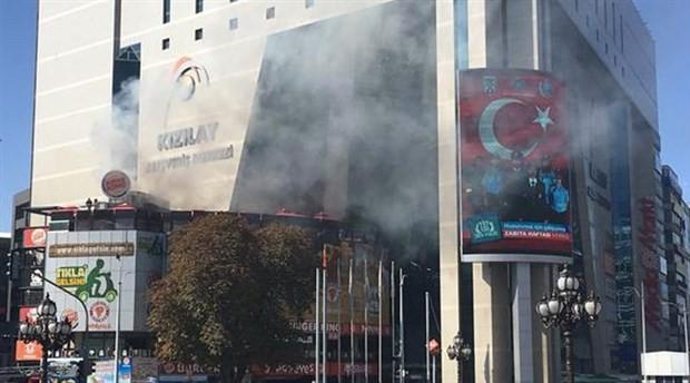 AVM'de yangın: 4 kişi hastaneye kaldırıldı