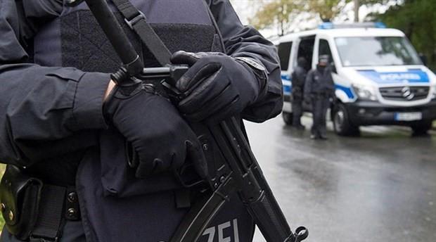 Almanya'da Nazi selamı veren iki polis memuru açığa alındı