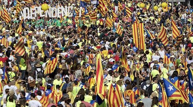 İspanya'dan Katalonya'ya daha fazla özerklik için referandum önerisi