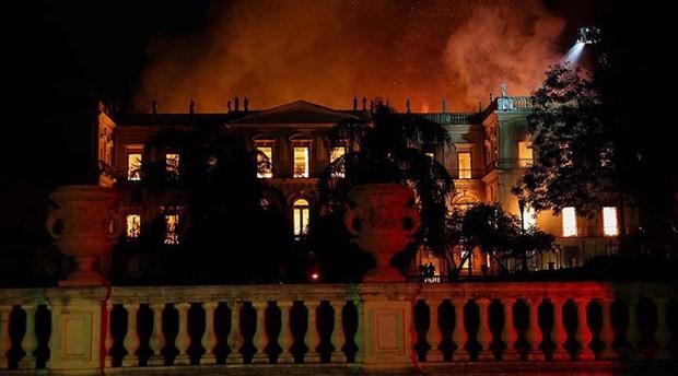 Brezilya, yanan müzenin yeniden inşası için kaynak arıyor