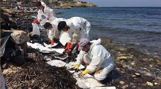 Foça'da denize petrol sızmasıyla ilgili adli süreç başladı